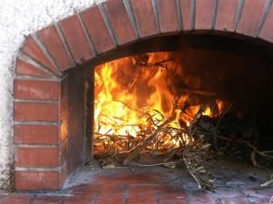 La fascina di olivo scalda il forno