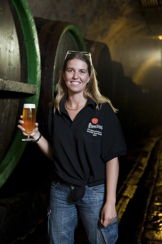 """Birra celebrativa per la prima """"bionda"""" della storia"""