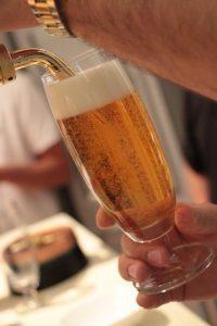 spillare una birra