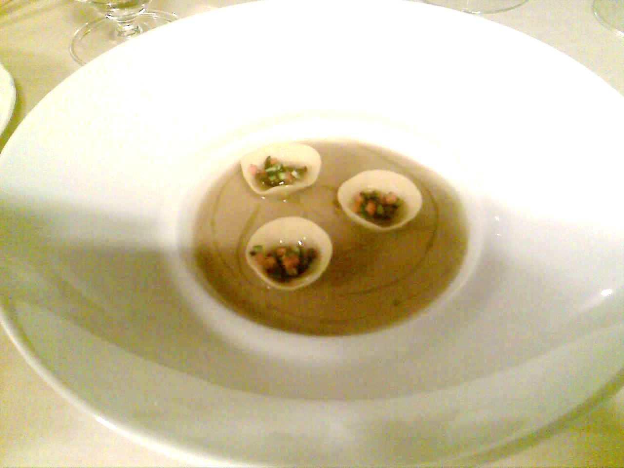 Tortelli di cinta senese in brodetto di castagne e gallina