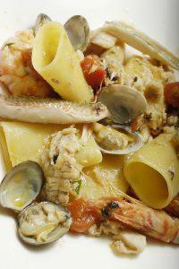 Mezzi paccheri alla Viareggina con frutti di mare e pesce