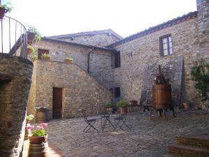 Rocca di Castagnoli_la corte interna