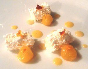 raggio-di-sole_bocconcini-fonfenti-al-mandarino-mousse-ghiacciata-al-moscatomelone-giallo-impregnato-al-mango