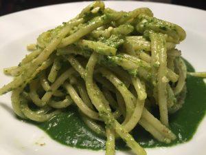 spaghetti-martelli-pesto-di-aglio-orsino-e-crema-di-stridoli