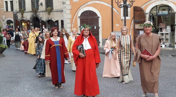 Gironi-Divini-sfilata