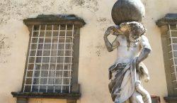 Capezzana, Carmignano, Italia. Da una verticale la storia, dal caos…